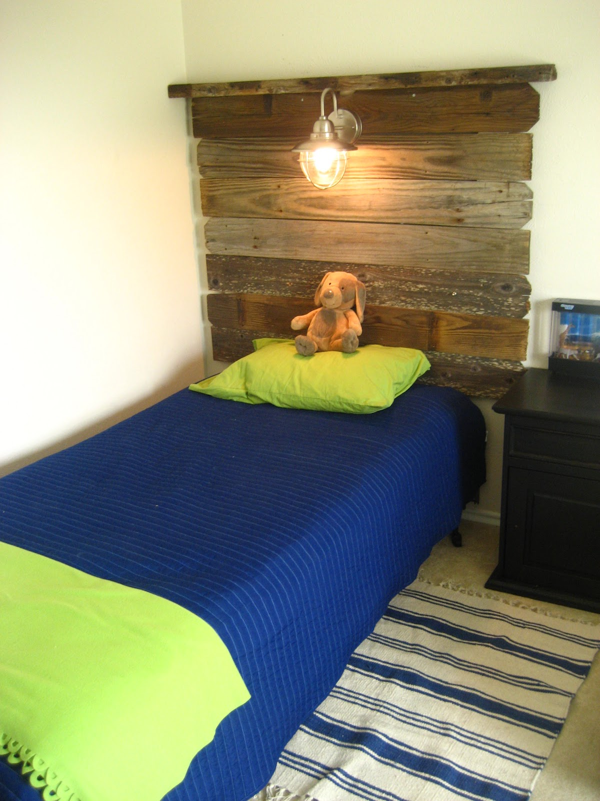 Southern Fried Living: Salvaged Wood Headboards: Twin Boys ...