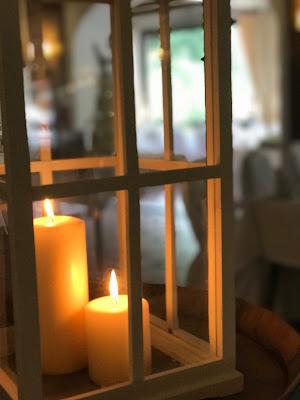 Kerzenlicht, Regenhochzeit im Sommer am Riessersee Hotel Garmisch-Partenkirchen, Bayern