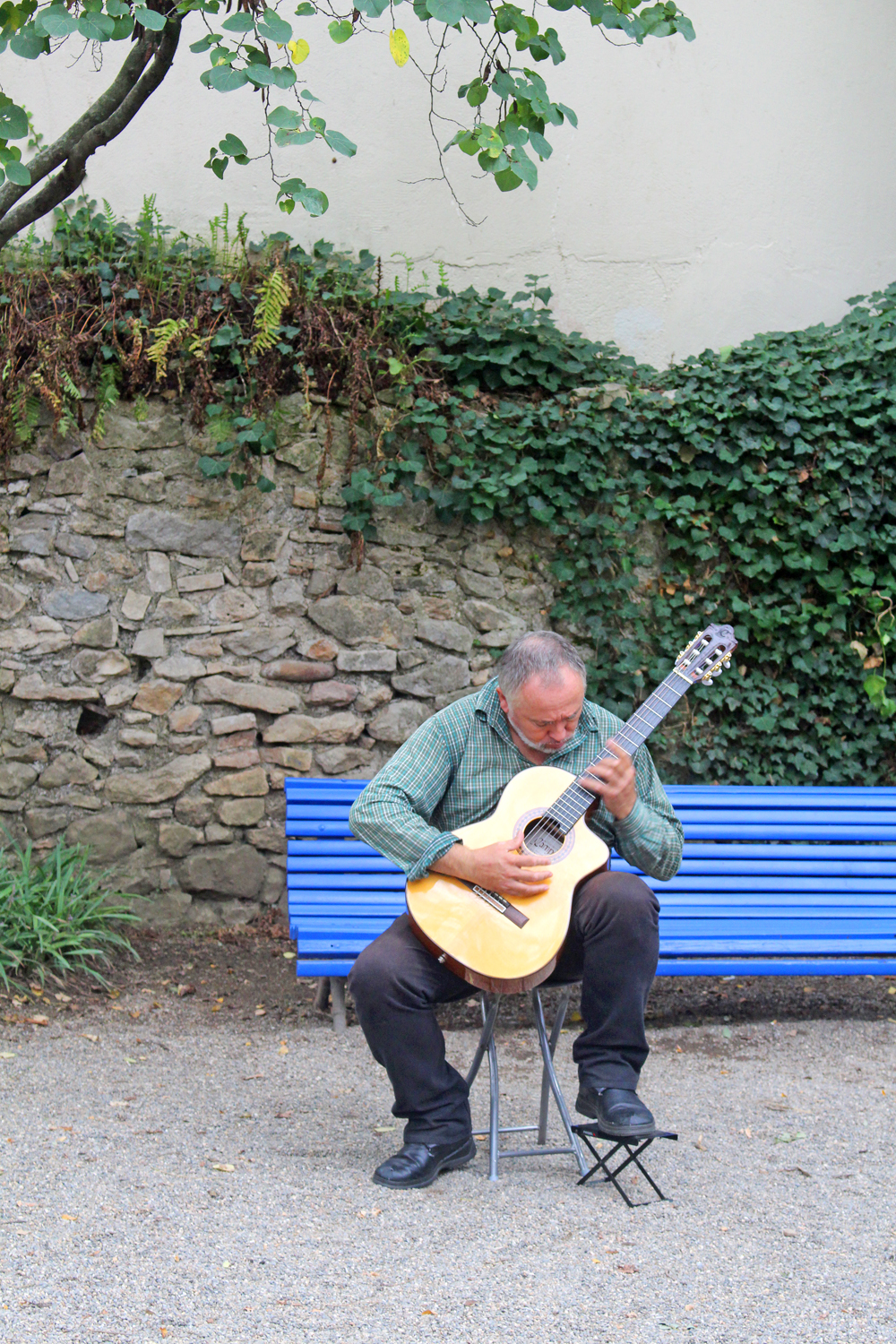 Guitarist in Girona, Spain - travel & lifestyle blog