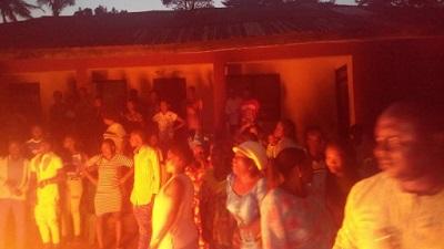 Photos: APC Members In Edo Set Broom Ablaze In Symbolic Defection To PDP