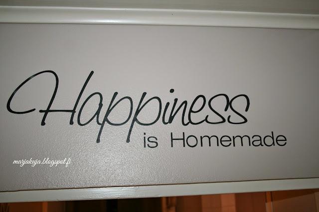 onnellisuus teksti