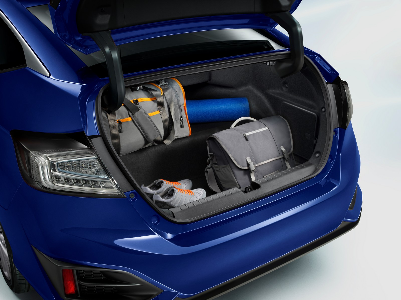 How To Charge A Car Battery Without A Charger >> 2017 Honda Clarity Electric Launched In The US, Costs $269 ...