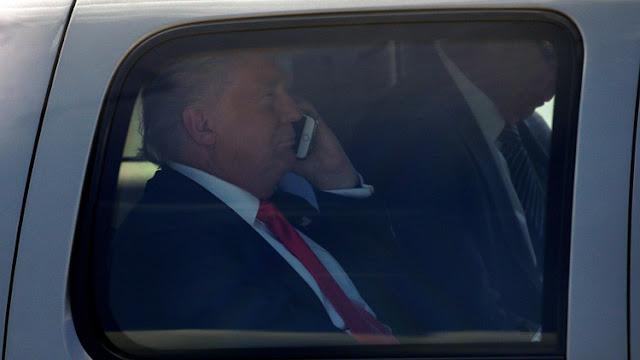 ¿Por qué el teléfono de Trump supone un dolor de cabeza para la seguridad nacional de EE.UU.?