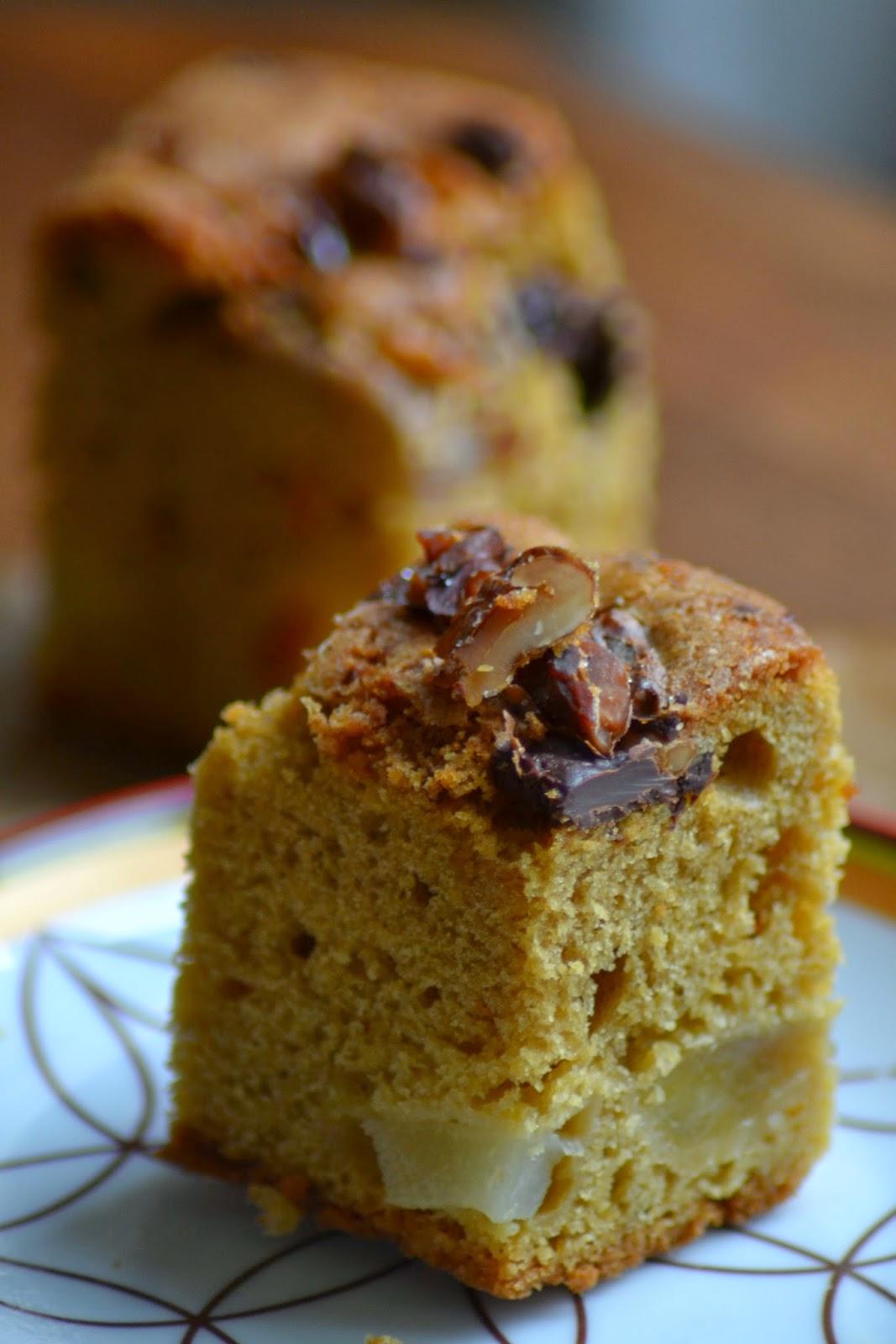 Cake met peer, chocolade en walnoot