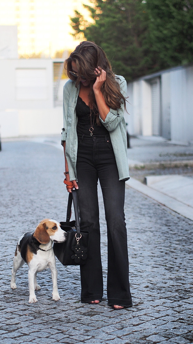 Casual streetstyle - salsa flared jeans, oysho body, zara blouse, TOUS accessories, rayban sunglasses