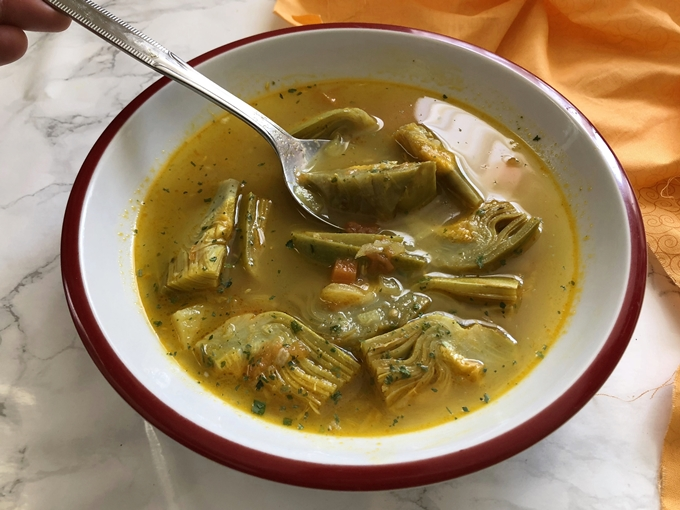 Sopa de alcachofas al curry