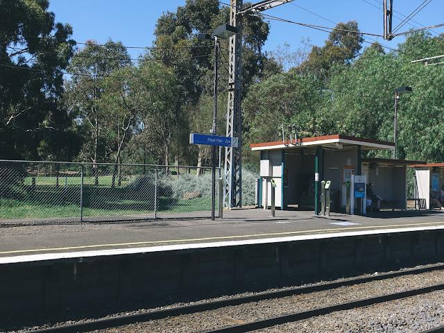 ロイヤル・パーク駅(Royal Park Station)
