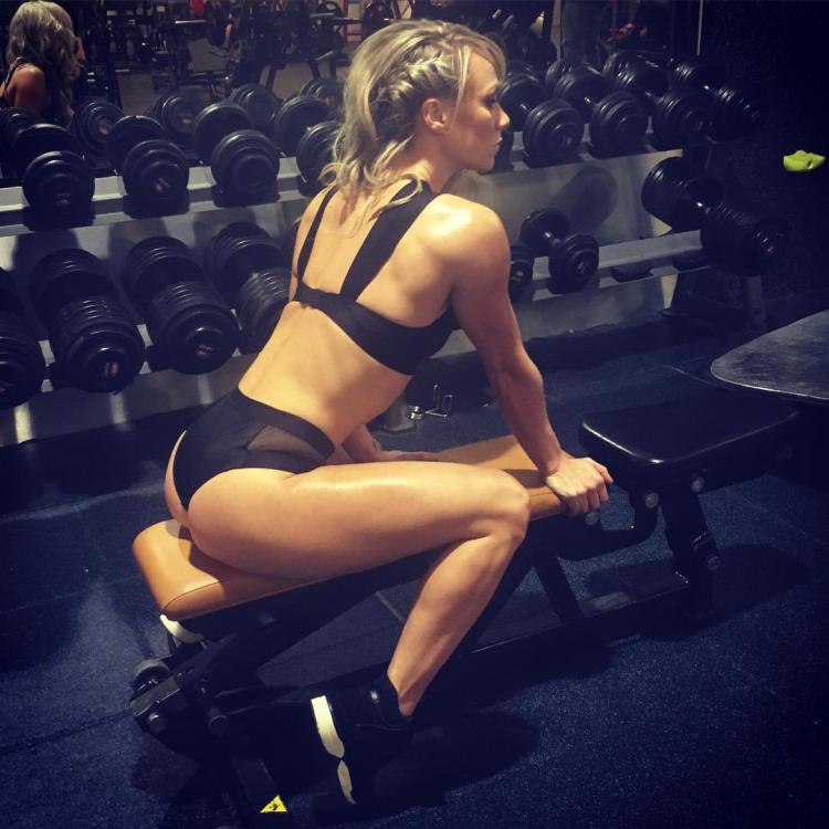 Chloe Madeley fitness model in Instagram