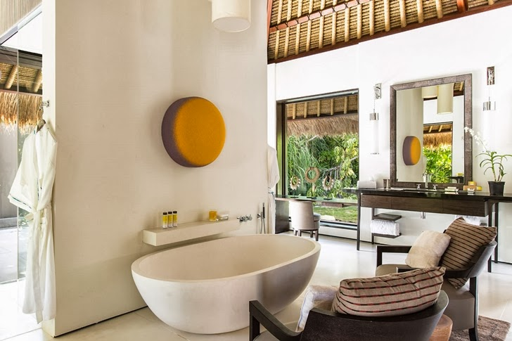 Bathroom in Modern villa in Maldives by Jean-Michel Gathy