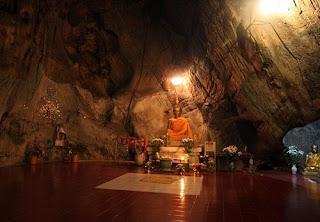 пещера со статуями Будды (Ме Сай)