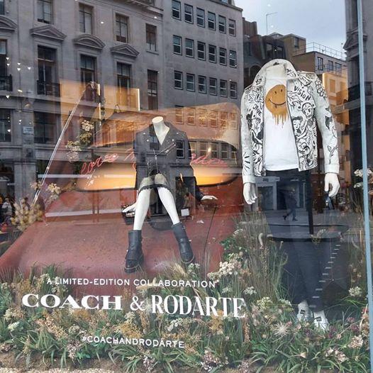 Linda vitrina da Coach na Regent Street