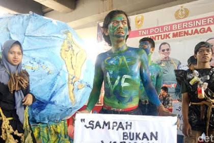 Peringati Hari Bumi, Mahasiswa Di Makassar Bagi-Bagi Bibit Pohon