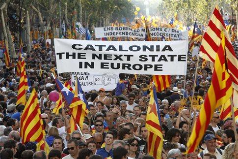 Aνακοινώθηκε επισήμως το «ναι» των Καταλανών στην ανεξαρτησία - Αποχωρούν οι τράπεζες