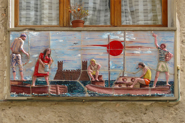 Tiles with scenes of people at sea, Via Dell'Eremo, Livorno