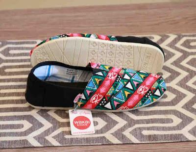 Sepatu Wakai Women Black Motif