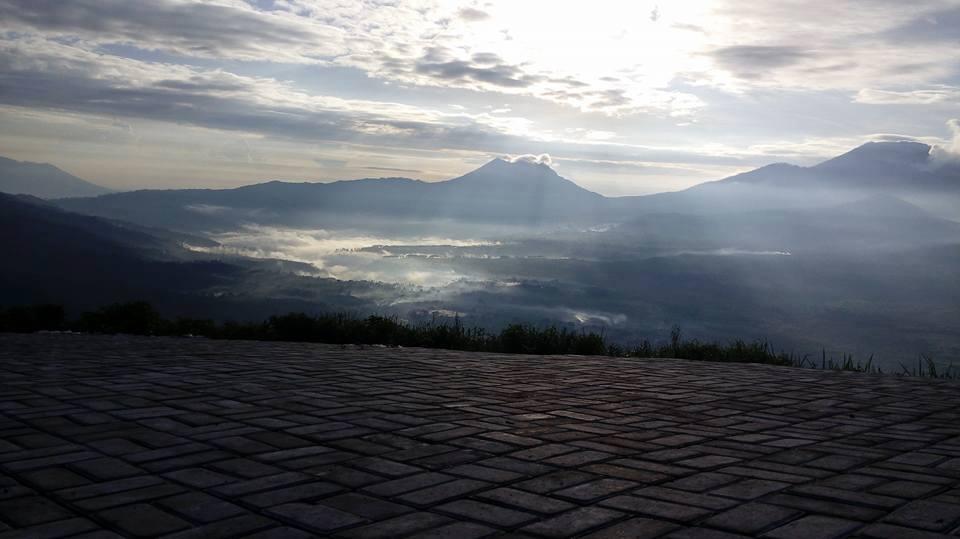 Menikmati Sunrise Di Puncak Megasari Berita Bondowoso