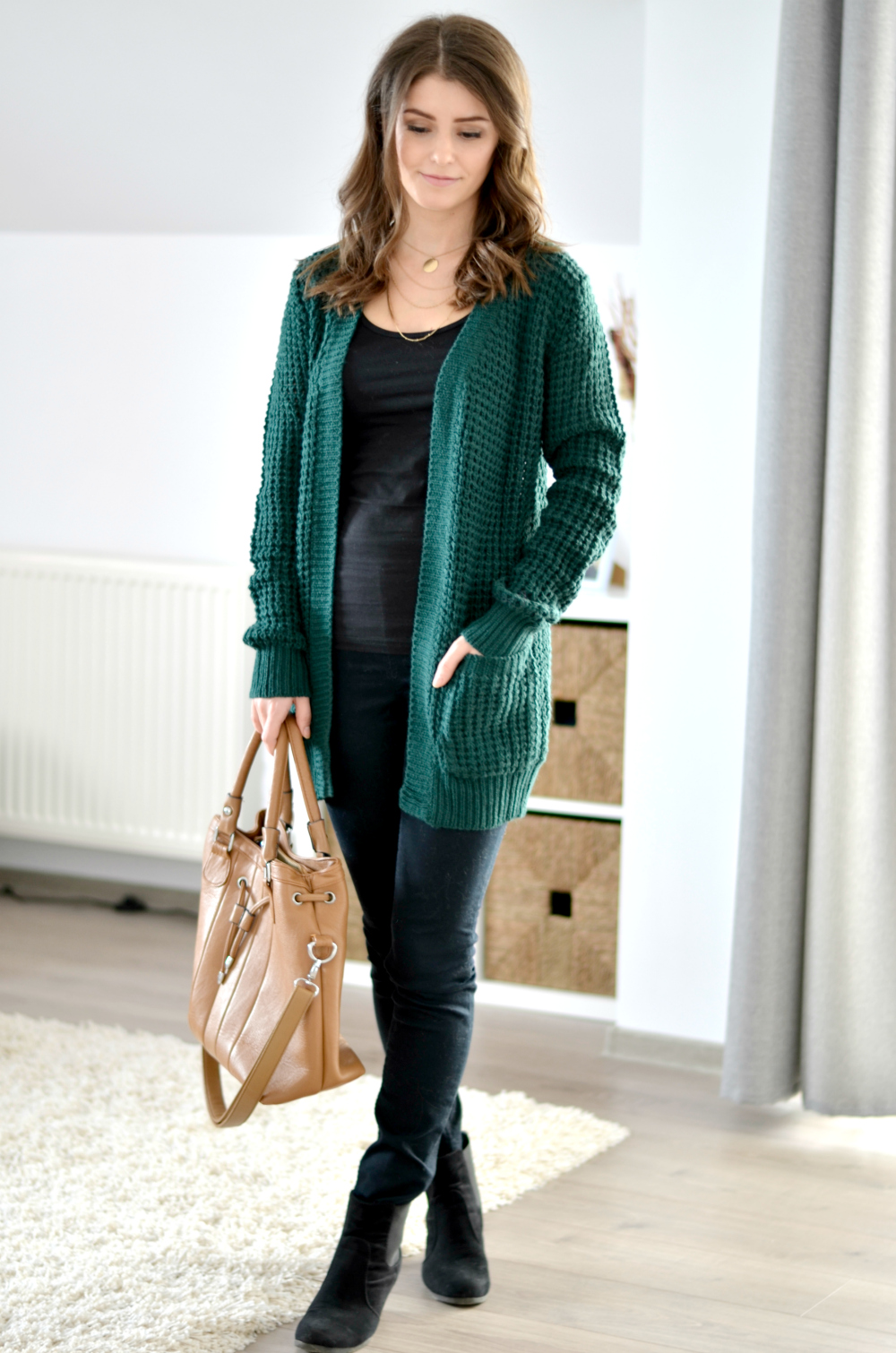 green-cardigan-autumn-outfit