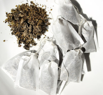 Black tea leaves and bags made with blackberry, raspberry and strawberry leaves