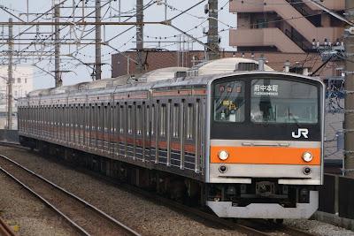 武蔵野線新座駅に到着する205系M51編成
