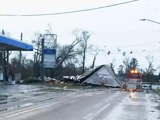 http://samy909news.blogspot.com/2017/01/tornado-snatches-southern-mississippi.html