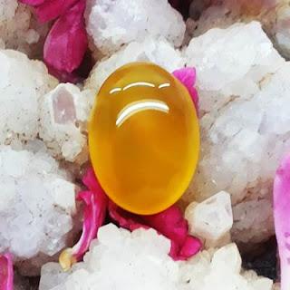 Batu Mustika Aura Emas