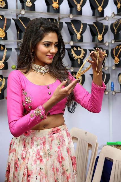 Shalu Chourasiya Hot Navel Show Image