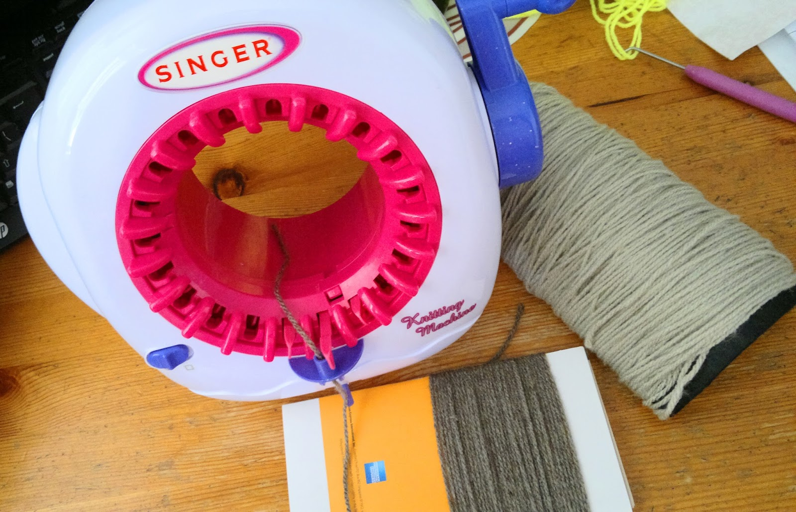 Mille Feuille: Singer Knitting Machine - Round