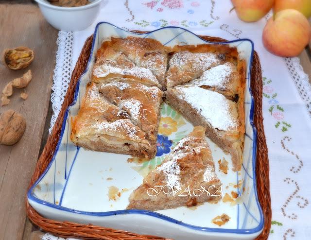 Щрудел с ябълки орехи и стафиди