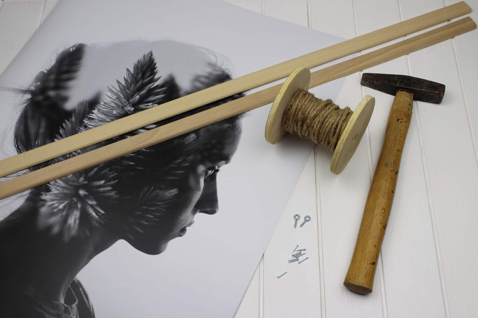DIY Posterleiste aus Holz in wenigen Schritten selber machen - die perfekte Wanddeko