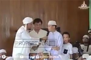Bikin Terharu, Muallaf Tionghoa yang Baru Berusia 13 tahun Membuat Ayahnya Masuk Islam