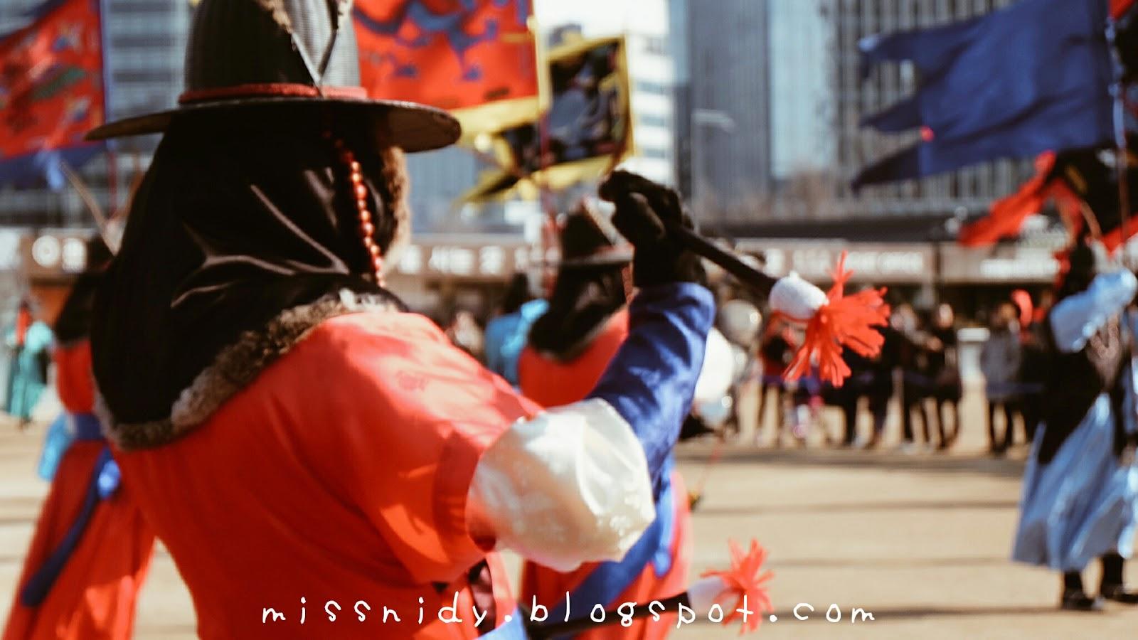 cara mengikuti pergantian penjaga istana di gyeongbokgung