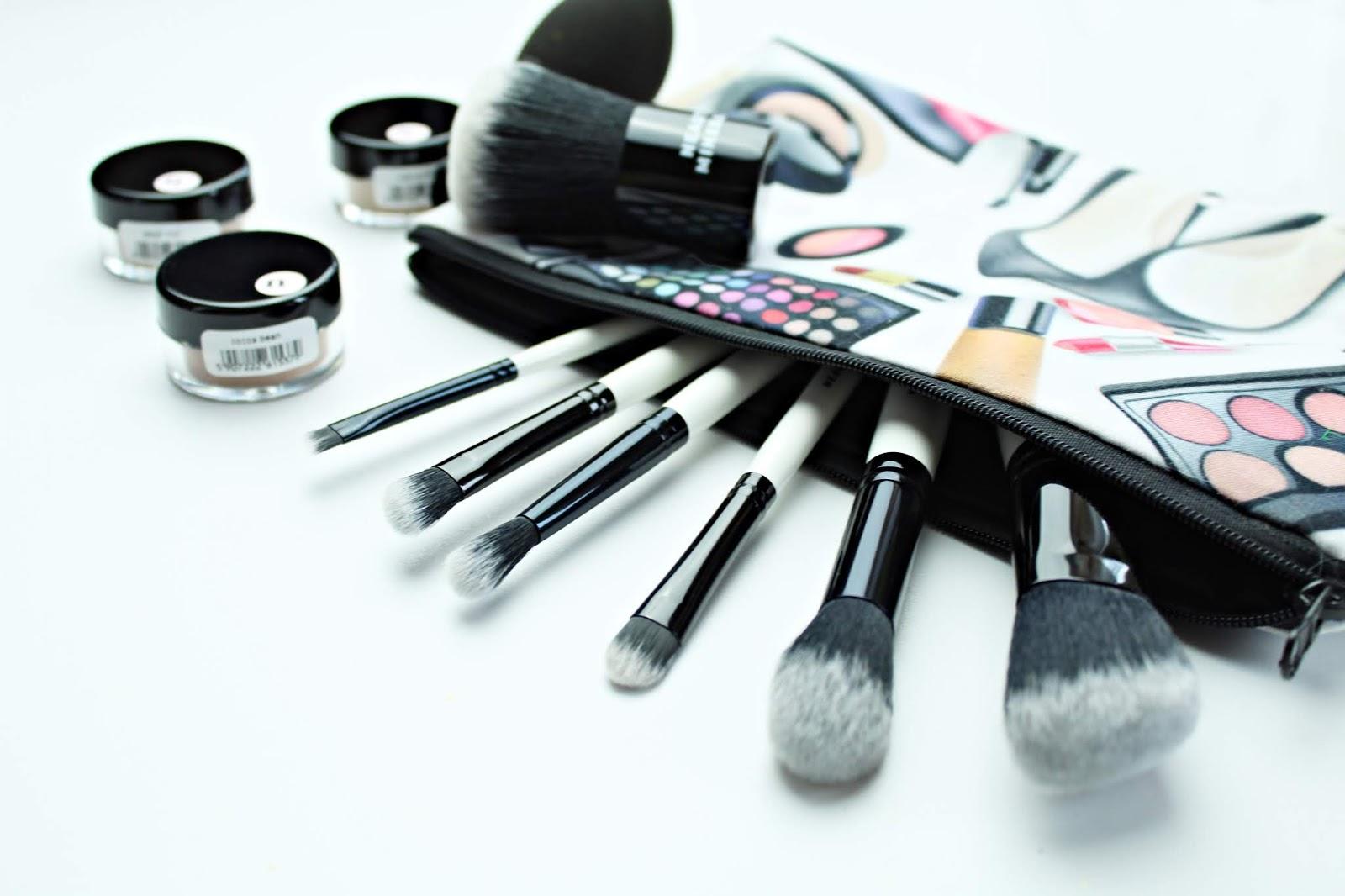 Neauty Beauty - mineralne bronzery oraz zestaw pędzli do makijażu