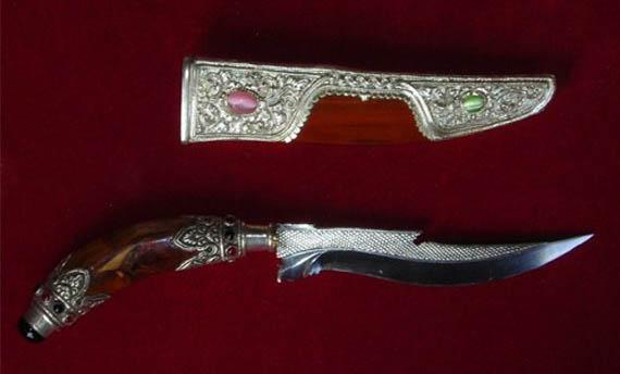Senjata Tradisional Bali TIuk