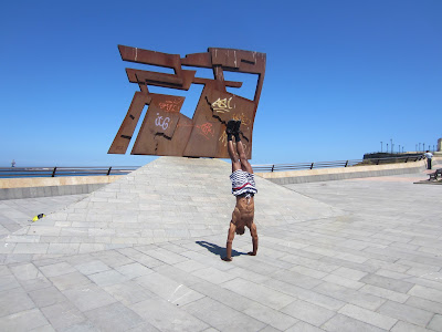 The Nordeste (Northeast) statue - I asked a guy to take this photo as i overheard him explaining la mar vs el mar to a Russian lady