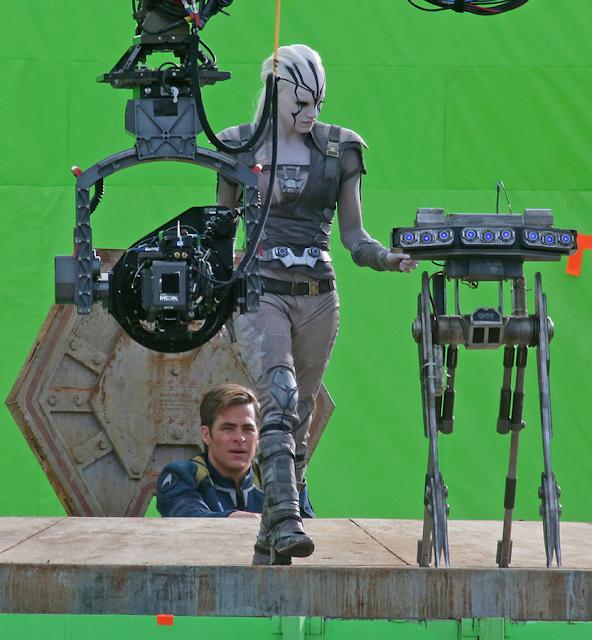 Primele imagini de la filmările producţiei Star Trek Beyond: Sofia Boutella şi Chris Pine