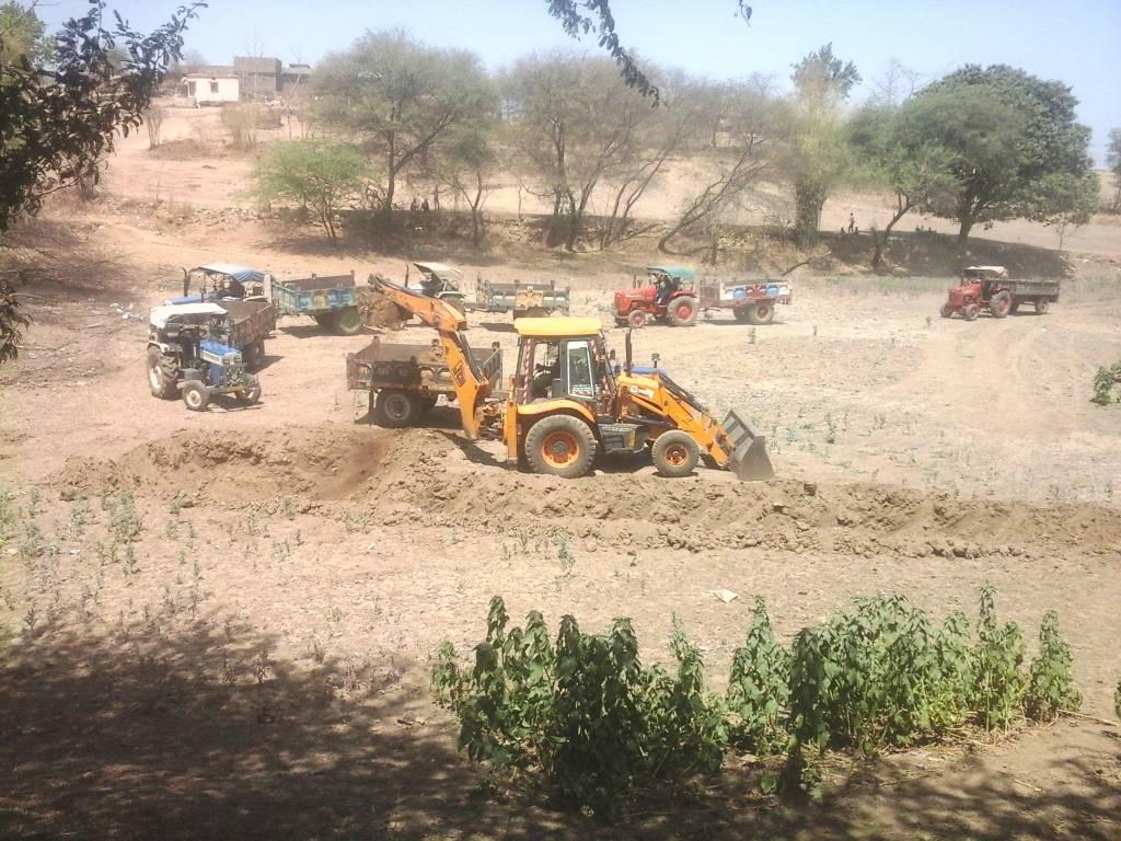 Pond-deepening-work-started-तालाब गहरीकरण कार्य हुआ प्रारंभ