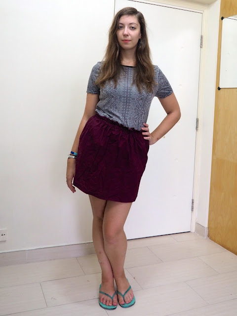Hit Shuffle   outfit of grey and purple pattern print top, burgundy high waisted short skirt and turquoise flip flops