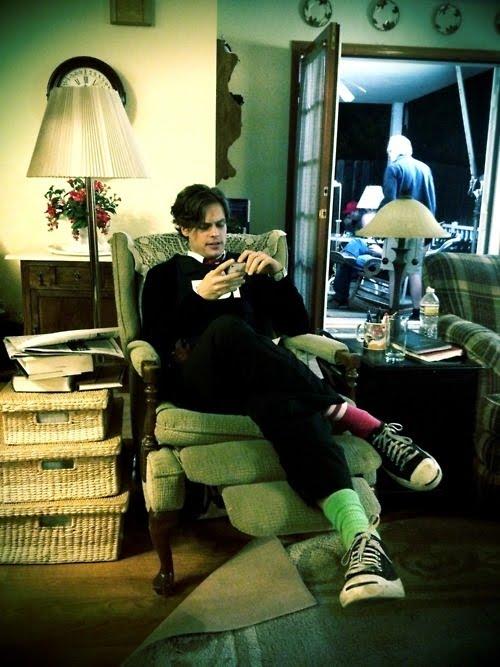 O ator Matthew Gray Gubler, intérprete do Dr. Spencer Reid, tuita num dos  cenários da série, em foto de Thomas Gibson 70bc10bd3d