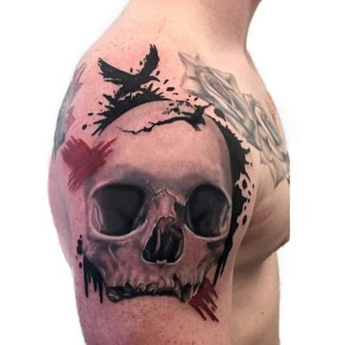 erkek omuz kuru kafa dövmesi man shoulder skull tattoo