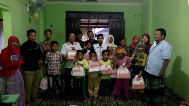 Team bersama anak yatim dhuafa tinggal di pinggir sungai Bedadung