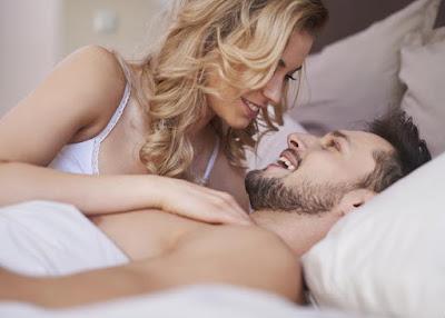 happy-sex-life-ensures-super-oral-health
