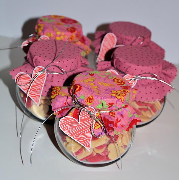 pin muttertagsgeschenke basteln ein herz herztasche flechten zum on pinterest. Black Bedroom Furniture Sets. Home Design Ideas