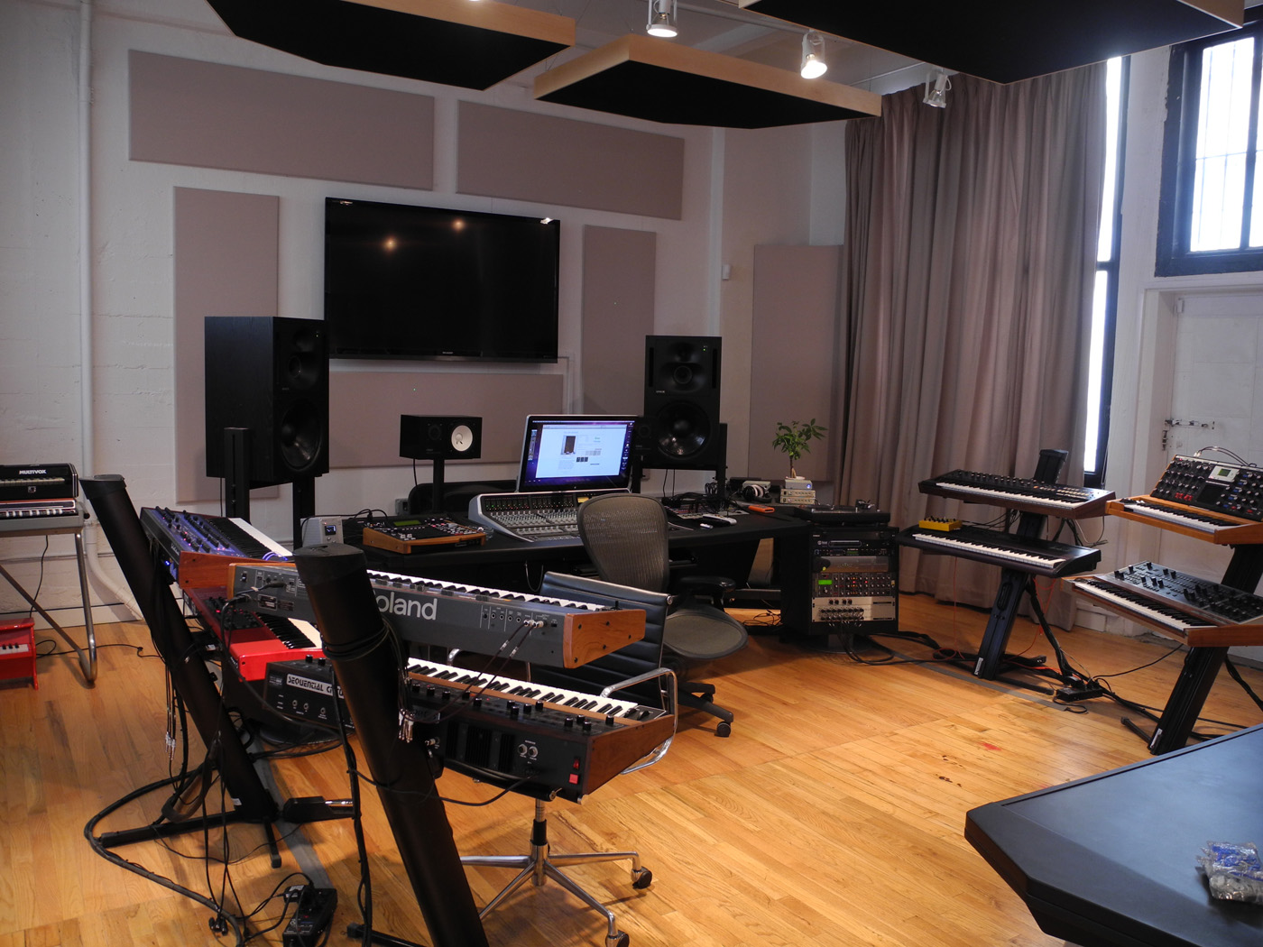 gc pro guitar center professional division emile haynie 39 s new production facility. Black Bedroom Furniture Sets. Home Design Ideas
