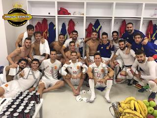 Foto Kebersamaan Dengan Skuat tim nasional Spanyol