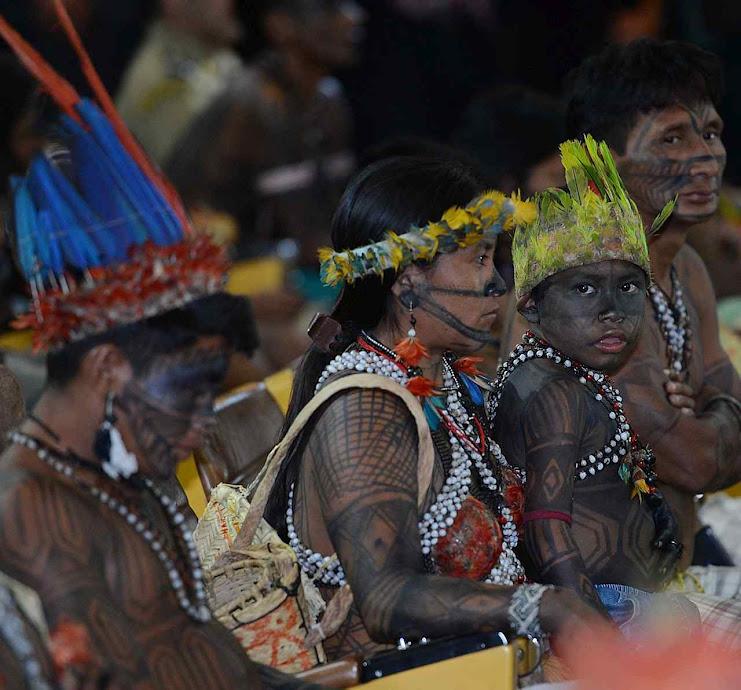 A revolução comuno-indigenista vem sendo preparada há muito pelo lulopetismo e pelos tentáculos da CNBB. Na foto índígenas mundurukus reunidos pelo governo Dilma Rousseff Foto: Fabio Rodrigues Pozzebom-ABr