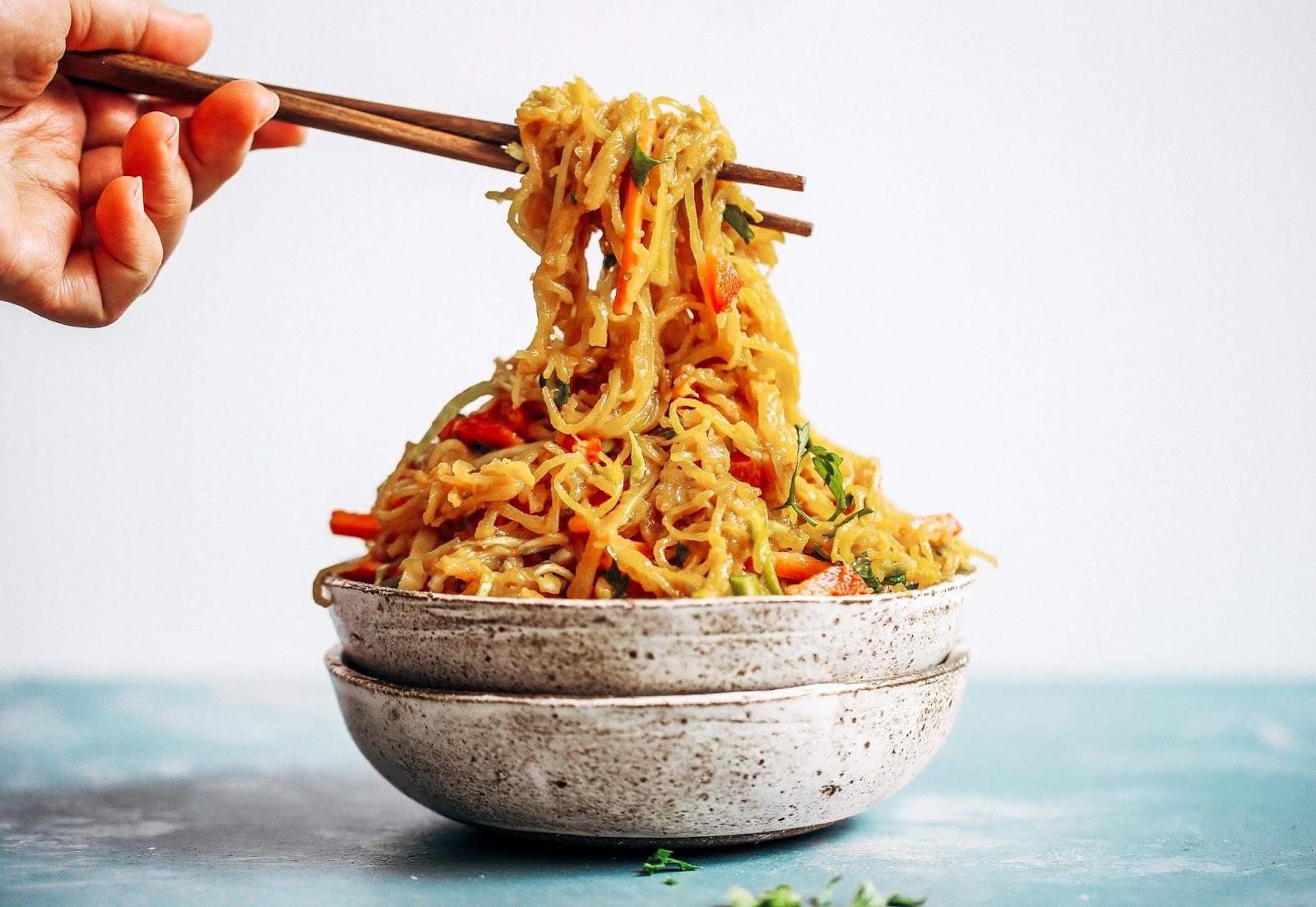 BEST ASIAN GARLIC PALEO WHOLE30 NOODLES #whole30 #diet