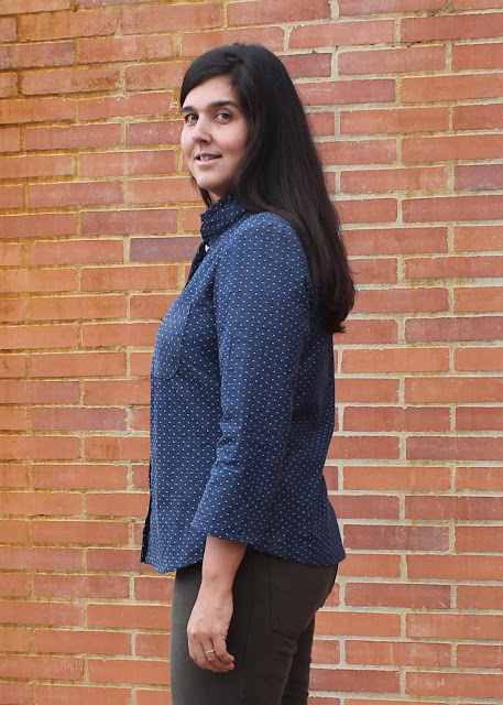 Side view of a dotted chambray shirt sewn from the Simplicity 2246/Lisette Traveler sewing pattern.