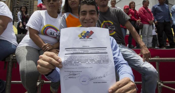 "Maduro aplaza instalación de Constituyente entre denuncias de ""fraude"""