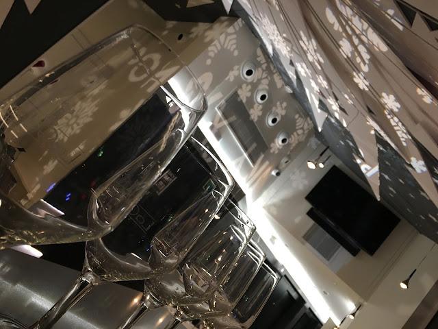 Espectacular ambientación del sky bar. #masquevinos en el sky bar del Pompaelo.