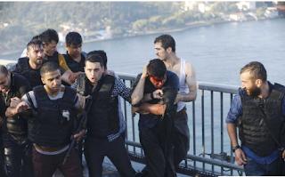 Foto Foto : Militer Turki Yang melakukan Kudeta Babak Belur dihajar Rakyat Sipil dan Militer Pro Pemerintah - Commando